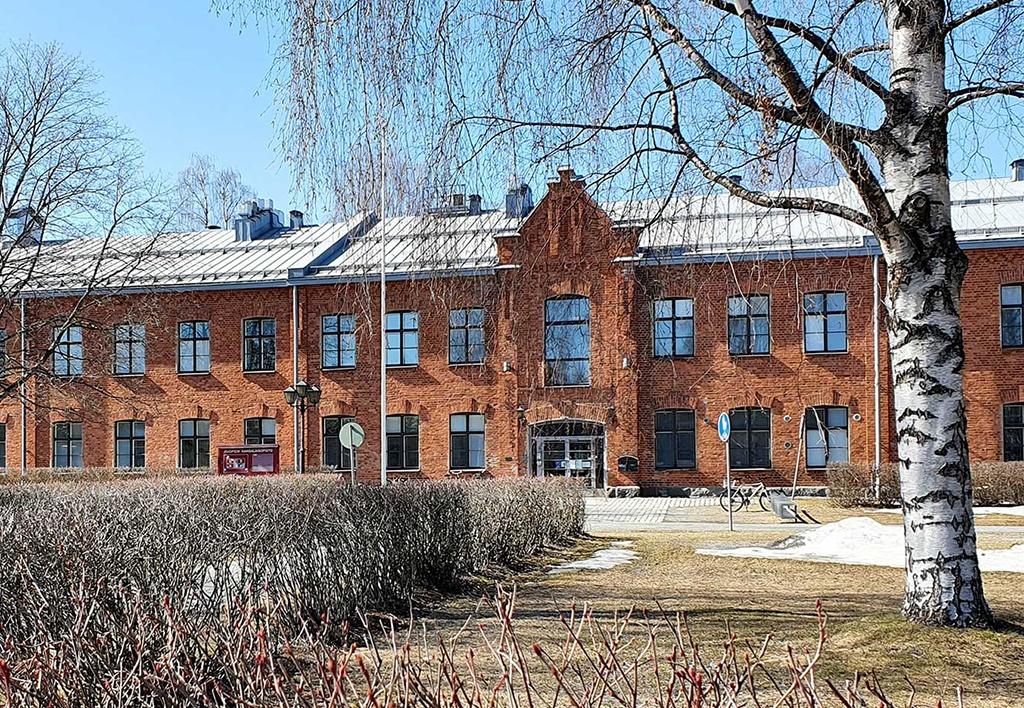Kuopion kansalaisopiston päärakennus Puistokartano.